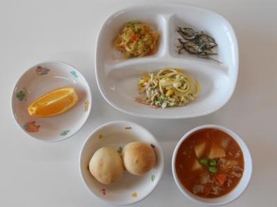 パン、ポトフ、スパゲッティサラダ、キャベツのあえもの、かえりのバター焼き、オレンジ