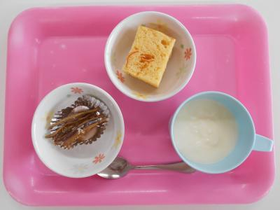 手作りヨーグルト、きんかんケーキ