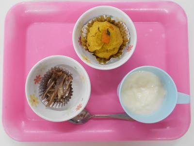 手作りヨーグルト、かぼちゃマフィン、いりこ